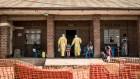 Violence propels Ebola outbreak towards 1,000 cases